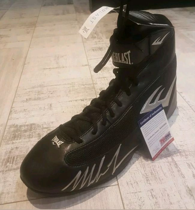 Iron Mike Tyson hand signed Boxing boot BNWT with PSA COA