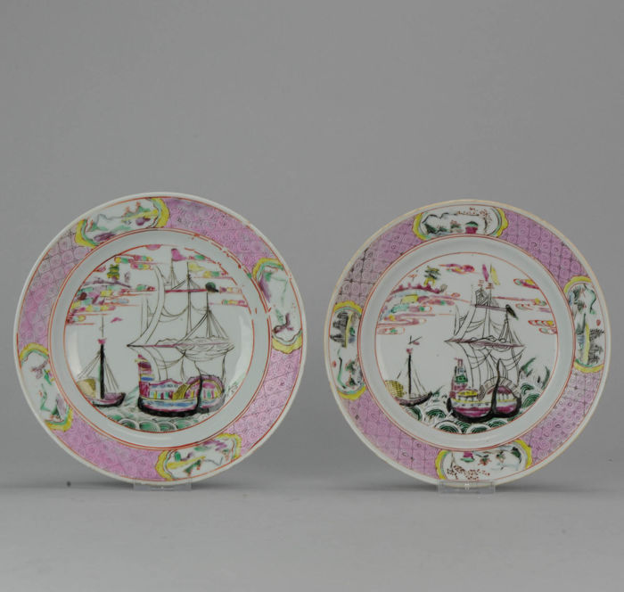 Lot with 2 plates with Merchant boats- China - ca. 1730 (Yongzheng period)