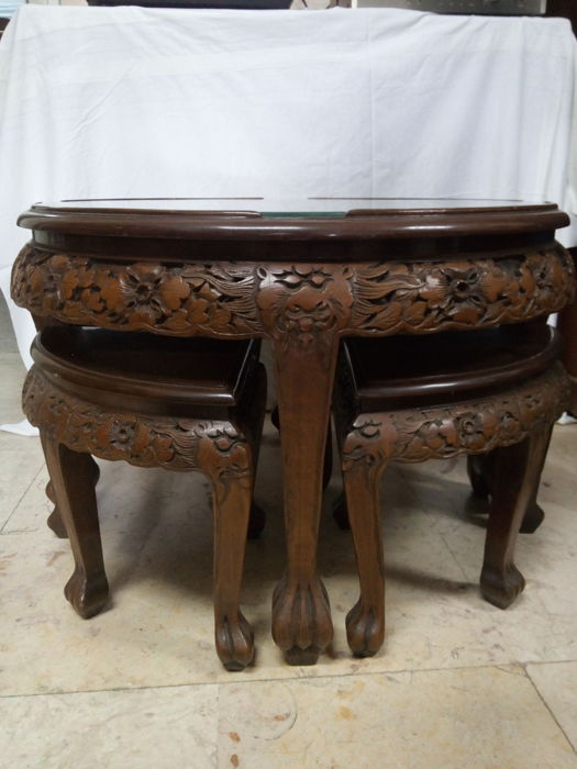 Handcrafted Wooden Asian Round Table with Encrusted Mother Of Pearl Top and 4 Wooden Benches - China - 2nd half 20th century