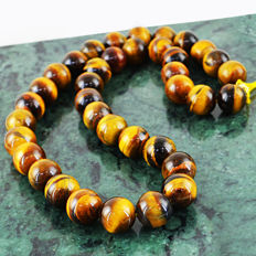 Round Beads Tiger Eye necklace with 18 kt (750/1000) gold clasp, length 60cm.