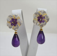 Earrings in 18 kt gold with white mother of pearl and amethyst, 20 x 38 mm