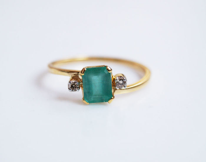 Emerald & Diamond Ring in 14 kt gold, size 7