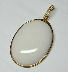 375 Gold Pendant White Agate, White Topaz, total weight 16,73 gr - 59 x 32 mm