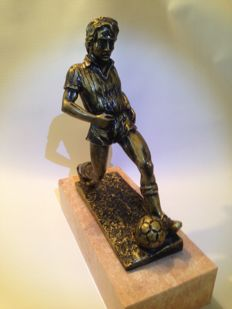 Football player bronze statue on marble foot - Italia around 1960