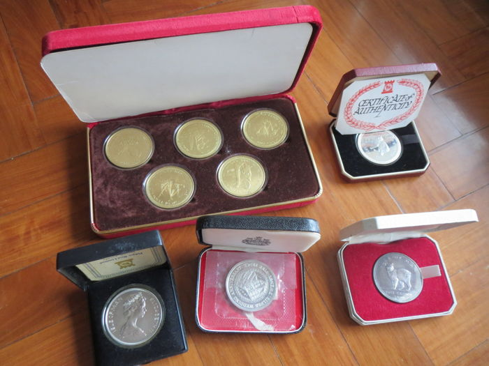 Isle of Man - Lot of 9 coins of Elizabeth II in their slipcases - silver