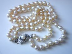 2 rowed Akoya pearl necklace with large claspwith sapphires made of 750 white gold!