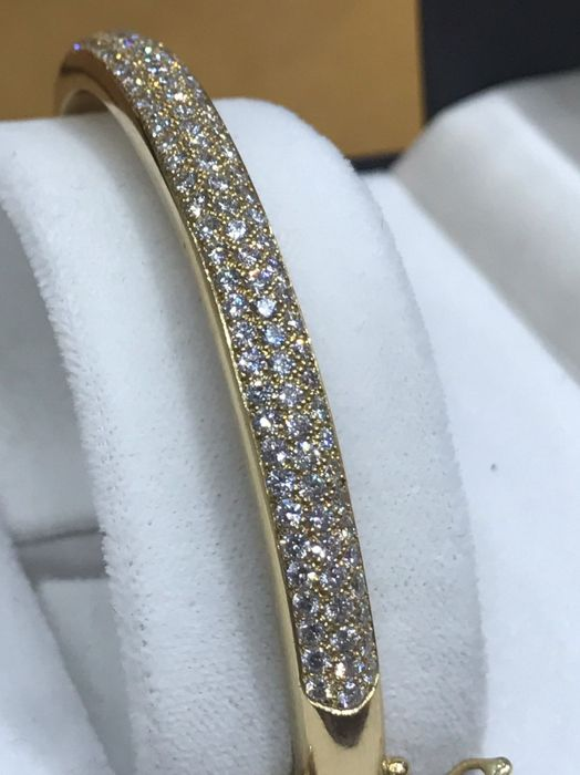 Luxury jewellery bracelet in 18 kt 750/1000 gold, set with 103 diamonds of 0.03 ct colour H/VS, total 3.09 ct, clasp with 3 securities, French made