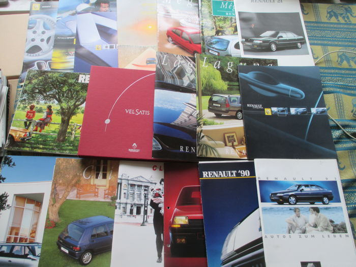 Car brochures (18 mostly extensive Renault brochures, 1979-2001)