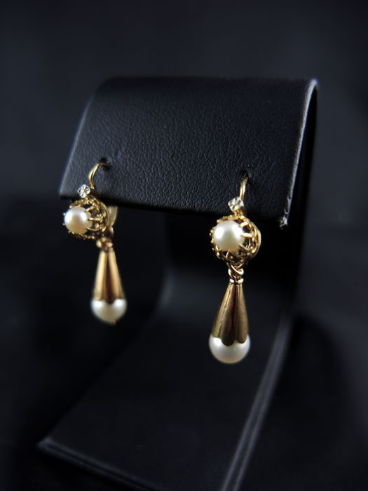 Gold stud earrings with fine pearls - 19th century