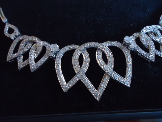 High Quality 18 Kt White Gold Diamonds Hearts Necklass and Matching Earrings – Wesselton diamonds 6 carats