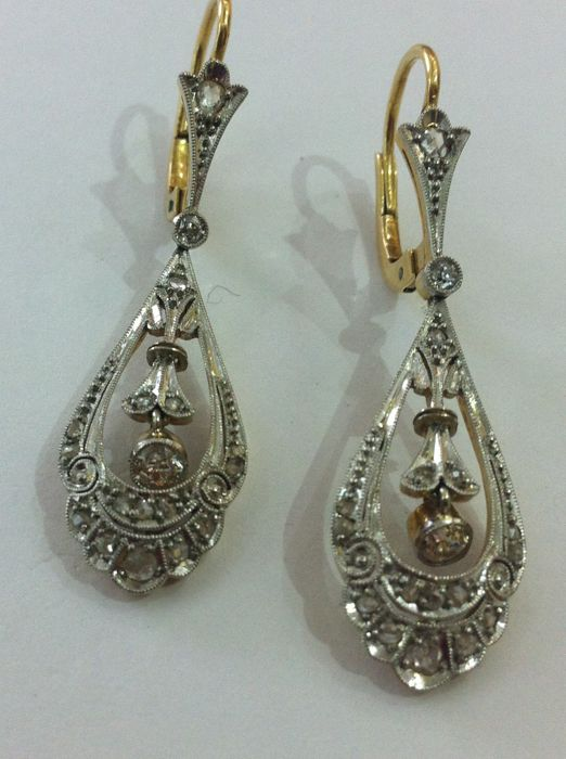 Yellow gold earrings 18 kt, platinum and diamonds, in mint condition