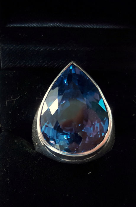 Silver ring high-gloss polished with blue quartz – Handmade