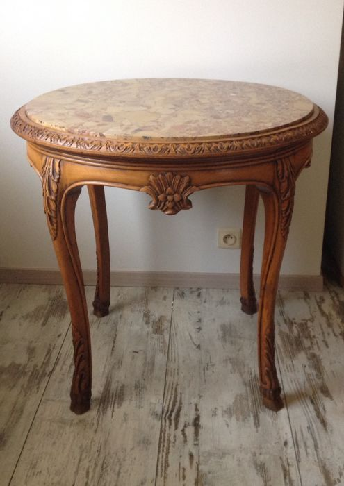 A Louis XV style table in walnut with Sarrancolin marble table top, 20th century