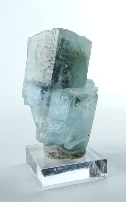 Blue Aquamarine crystal with strong luster - 3,6 x 2,0 x 1,5 cm - 13,44 gm