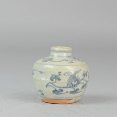 Antique Ming Period Small Pot/Jarlet Flowers Design Porcelain Chinese - China - ca 1600
