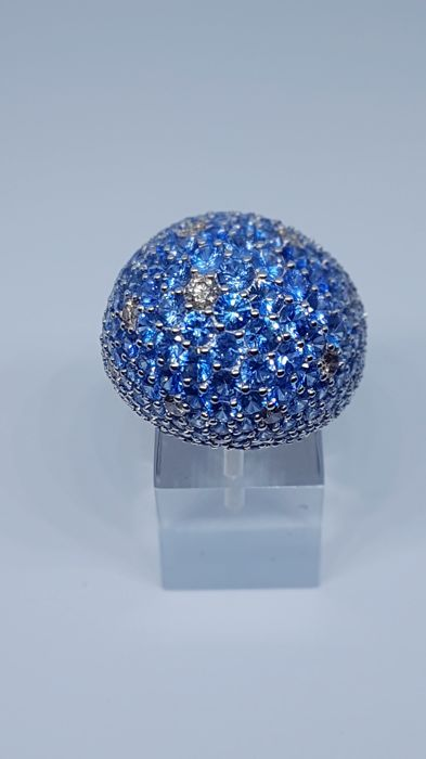 White gold ring (18 kt), 17.55 ct, featuring brilliant cut sapphires for 11.35 ct and 1.10 brilliant cut fancy brown diamonds - Size 15 (IT)