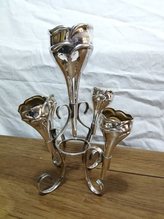 Nice EPNS silver plated flower vase centrepiece with five cones