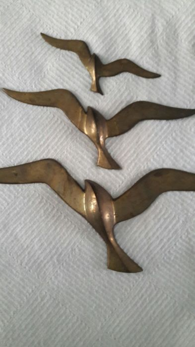 Producer unknown - lot with 3 brass swallows