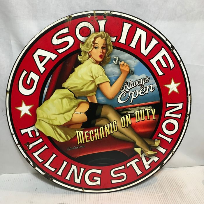 Wandbord; Steve McDonald Artist - Pin-Up Gasoline Filling Station - 2012