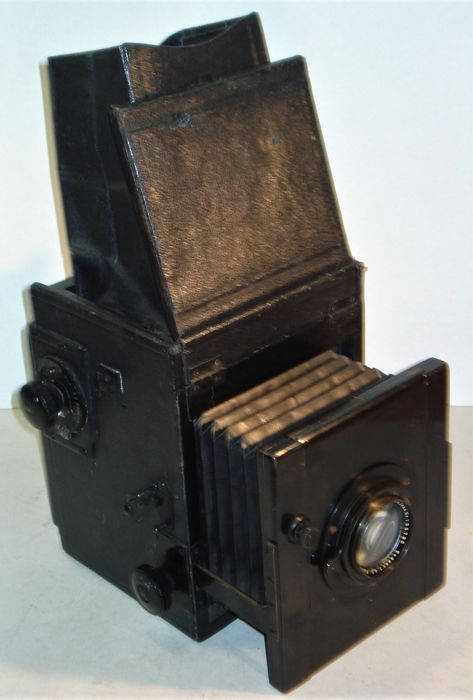 Ancient Reflexcamera, probably Thornton Pickard with waist and Zeiss Tessar