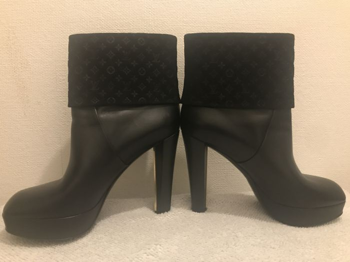 34c6c299b879 Louis Vuitton - Boots - Catawiki
