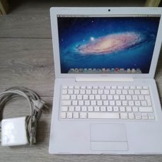 """Apple MacBook White 13"""", model A1181 - Core2Duo 2Ghz CPU, 2GB RAM, 80GB HD, Combodrive - with original MagSafe charger"""