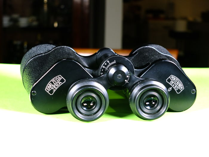 Carl Zeiss Pentecaren binoculars in excellent condition complete with its original case powerful and very bright