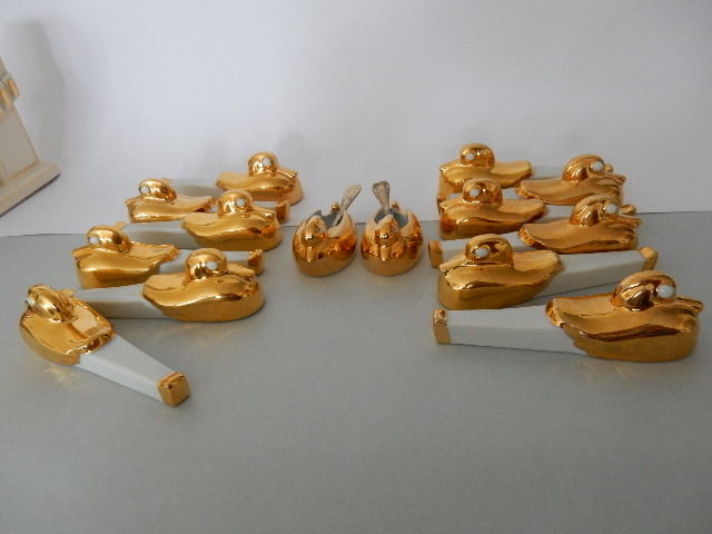 """Robj"" - ""Born Jean"" - 12 knife holders with their 2 salt shakers and 2 spoons - Art Deco - porcelain - Gilding with fine gold - shaped stylized duck"