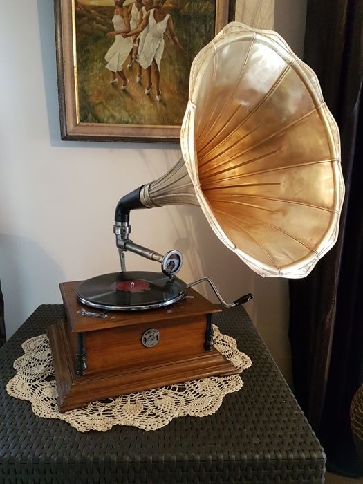 superbe ancien phonographe gramophone de salon pathe model 102 la voix de son maitre pavillon en. Black Bedroom Furniture Sets. Home Design Ideas