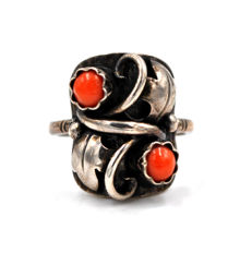 Vintage handmade ladies' ring set with corals and made from 800 silver