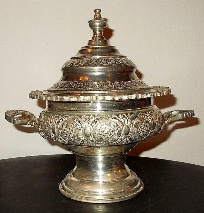 Antique silver plated soup serving dish with lid and handle - richly engraved - silver plated