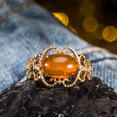 Fire opal and diamond 18K gold ring. Gemstone: 1.23 CT. Circle size: United States 6.5, France 53, China 13, diameter 16.9 mm.