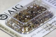 Rough diamonds - 10.94 CT in total