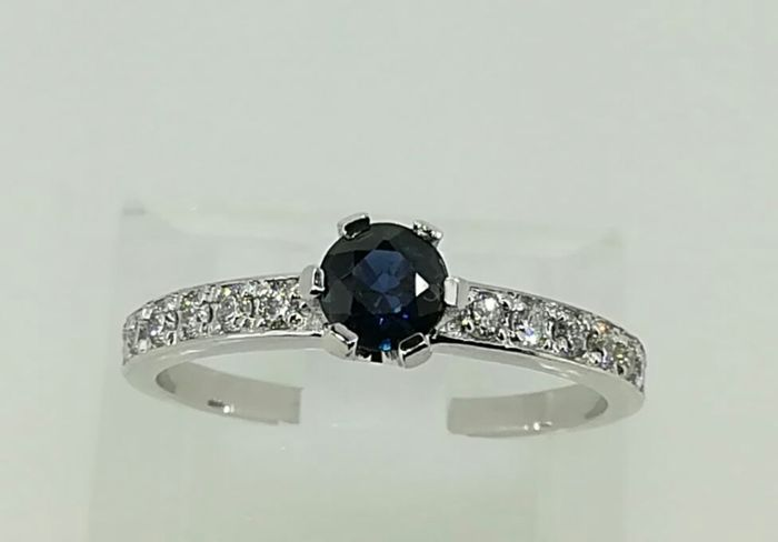 White gold ring, 2.70 g top quality sapphire and diamonds 1 ct G VS - size 14