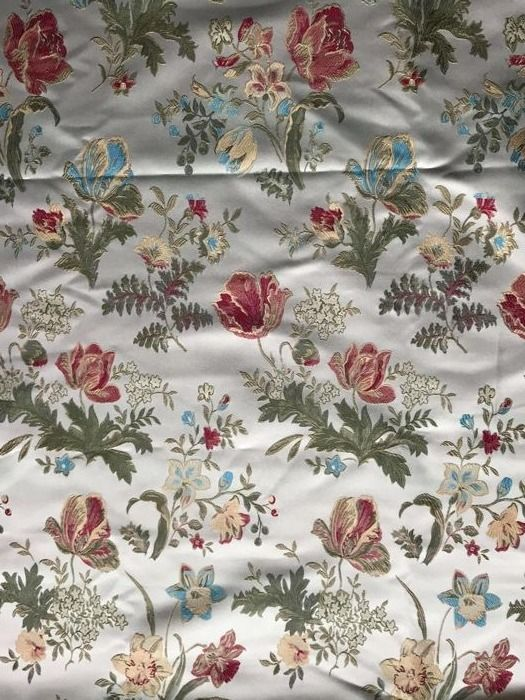 "5.60 metres of fine ""San Leucio"" golden damask fabric, loom woven, in Louis XVI style - 20th century"
