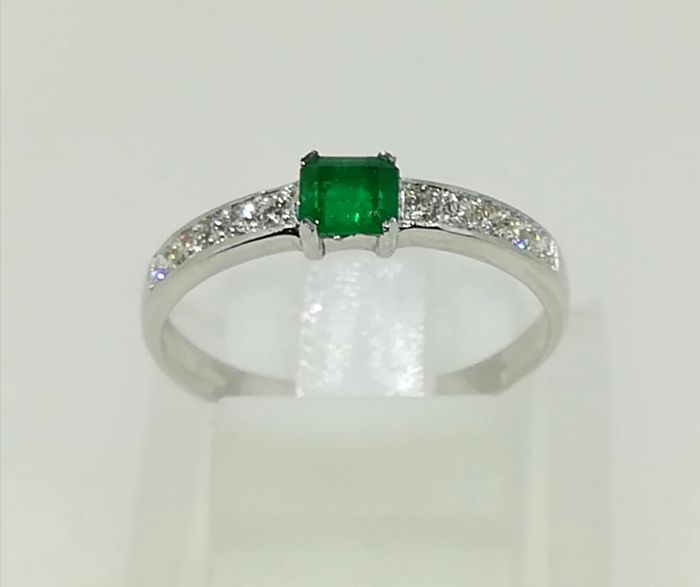 18 kt White gold ring, Emerald and diamonds G VS , Size: 15.
