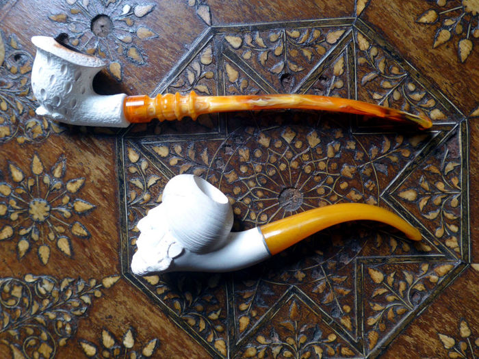 Lot of two beautiful Meerschaum pipes for the leisure hours at home. & Lot of two beautiful Meerschaum pipes for the leisure hours at home ...