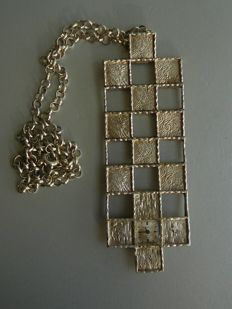 Large silver vintage pendant with integrated clock on silver Jasseron necklace