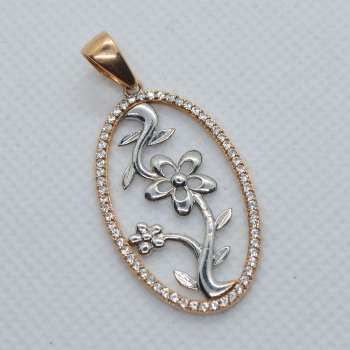 14K / 585 Gold pendant - 0.3 ct diamonds TW, total weight 3.31 gr - 35 x 20 mm