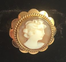 Gold ring with shell cameo round model