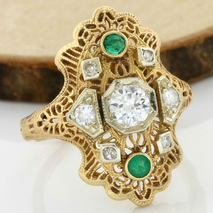 14 kt Yellow gold, 0.40 ct G-H, VS1-SI1 Diamond, 0.08 ct Emerald ring