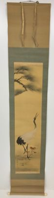A decorative hanging scroll on silk with crane under pine tree - Japan - First half 20th century
