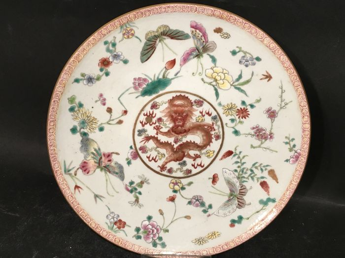 A famille-rose dish with dragon - China - 2nd half  of the 20th century