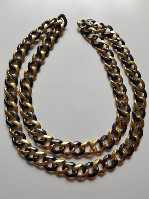 80 cm x 216 g of groumette links for a necklace and bracelet in yellow gold and iron. Italy, 1970