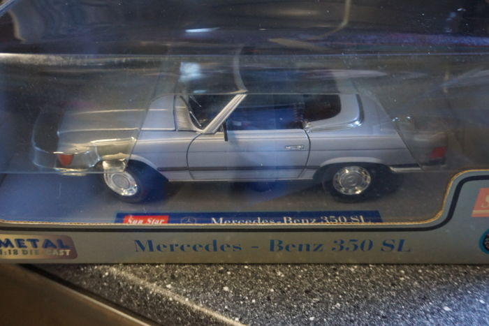 Sun Star - Scale 1/18 - Mercedes-Benz 350SL 1977 - Silver grey