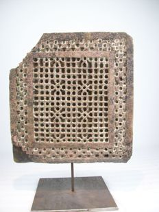 Jali on iron stand - India - 17th century - height (41 cm)