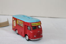 Corgi Toys - # 426 - Chipperfields circus mobile booking office