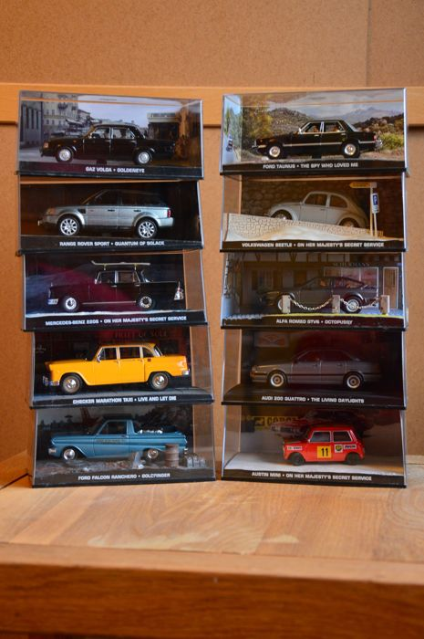 James Bond Collection - Schaal 1/43 - Kavel met 10 James Bond modellen: Range Rover, Mercedes, Austin, Audi, Alfa Romeo,Volkswagen, Ford, Checker & Gaz