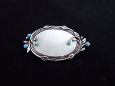 Large silver Jugendstil brooch with maker's mark, set with mother of pearl and turquoise