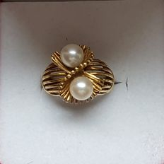 Beautiful 50-year-old pinky ring with Akoya pearls 1 carat each, 18 carat gold, unique design. Hand made.